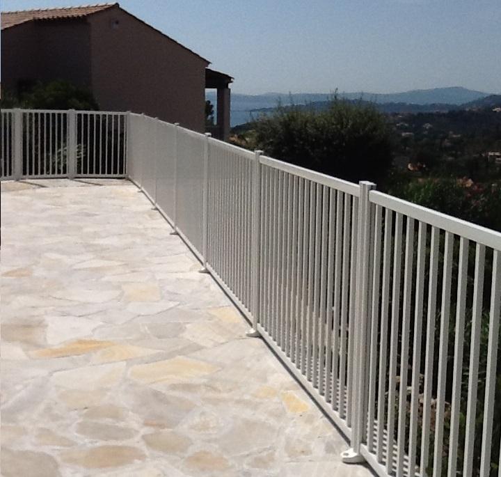 Norme cloture piscine free barrire de protection fixe en for Barriere aluminium prix