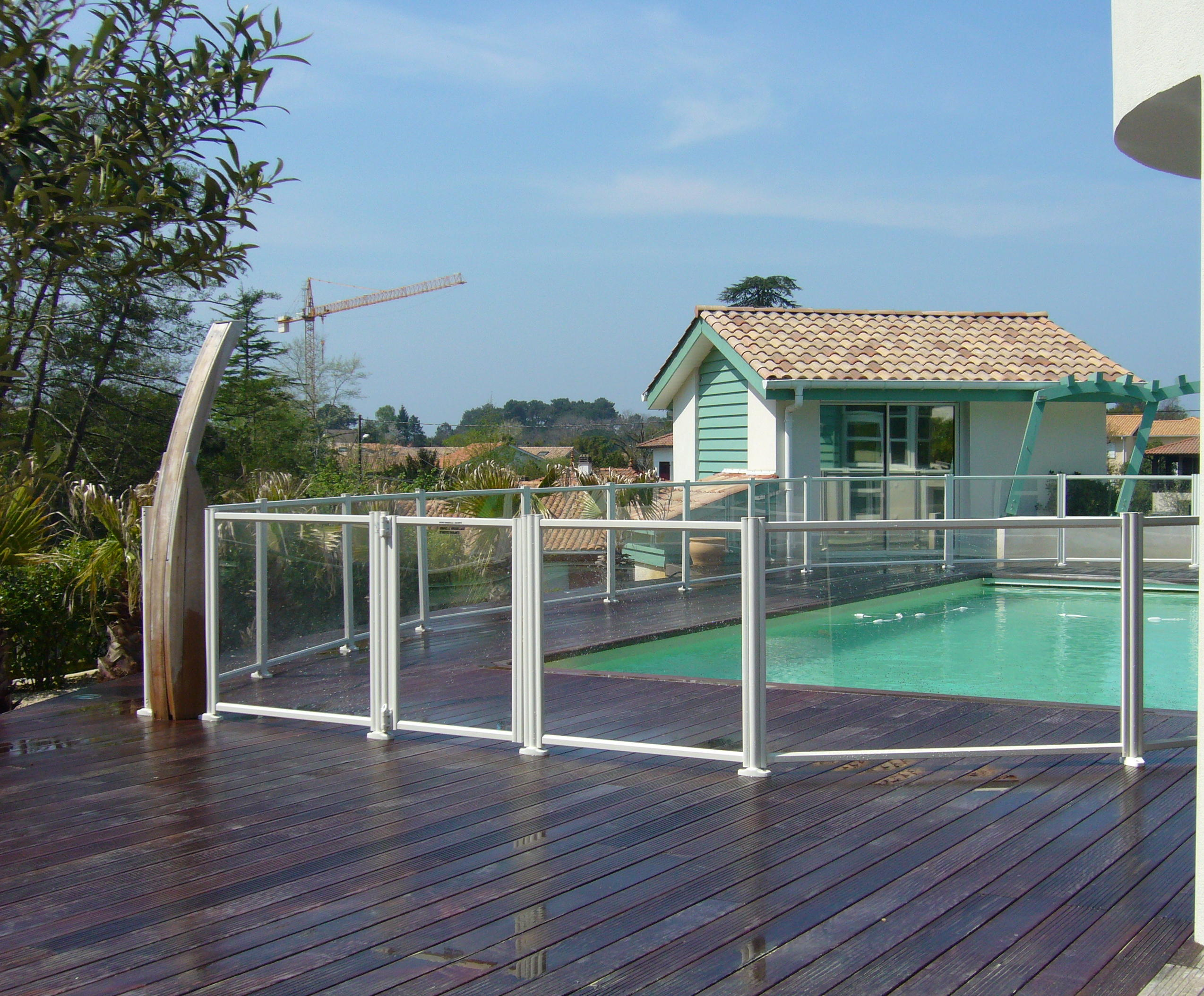 Votre cl ture de piscine transparente pas cher barri re for Cloture aluminium pour piscine