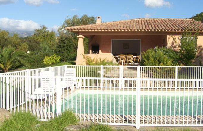 barriere de piscine beautiful barriere piscine suivante de securite en with barriere de piscine. Black Bedroom Furniture Sets. Home Design Ideas