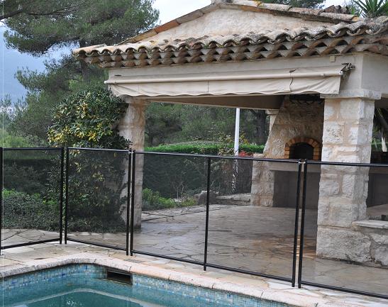 barri re de piscine beethoven rigide avec cadre aluminium. Black Bedroom Furniture Sets. Home Design Ideas